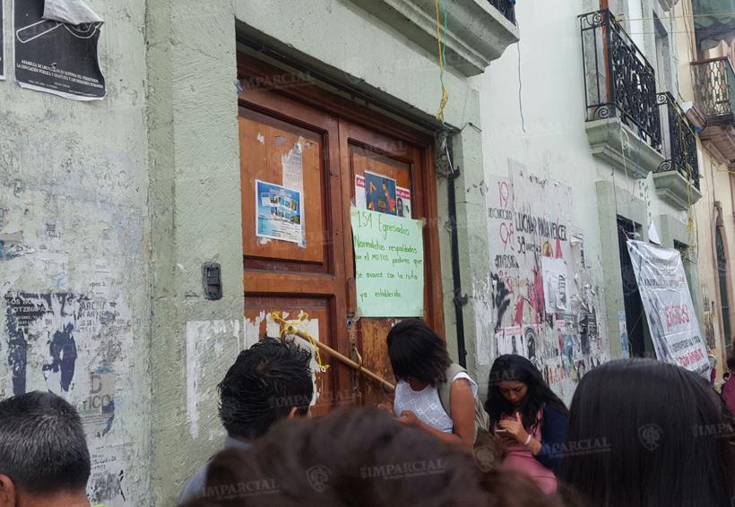 Normalistas toman oficinas de la Sección 22 en Oaxaca | El Imparcial de Oaxaca