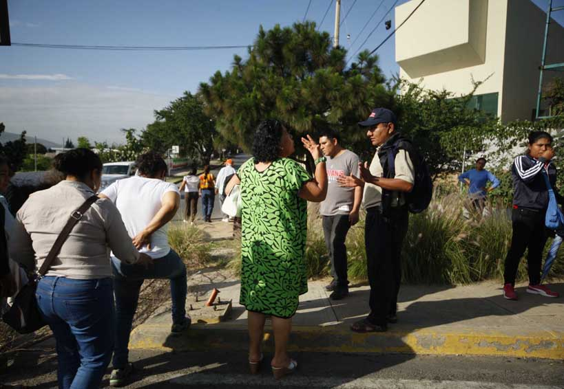 Turistas discuten con maestros   El Imparcial de Oaxaca