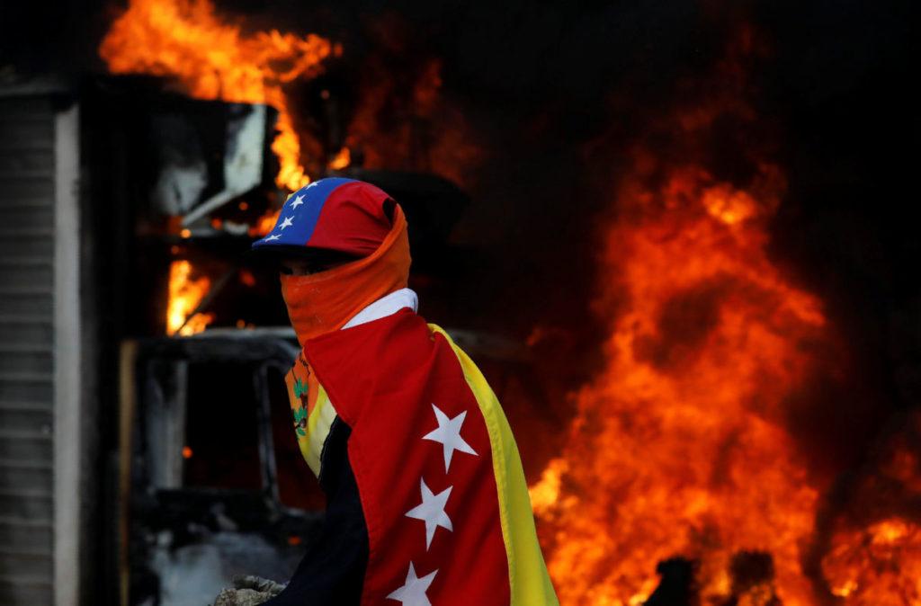 Muere hombre que había sido quemado en protesta venezolana | El Imparcial de Oaxaca