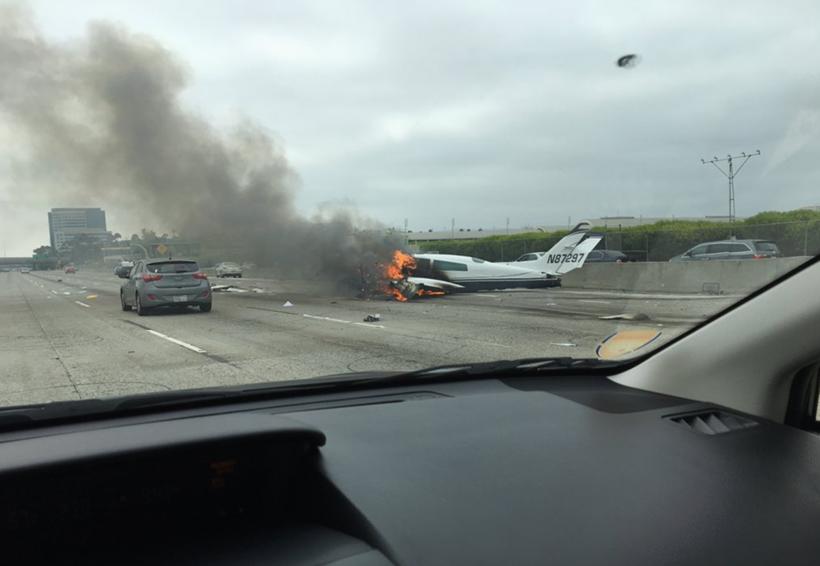 Video: Avioneta se estrella en carretera de California | El Imparcial de Oaxaca