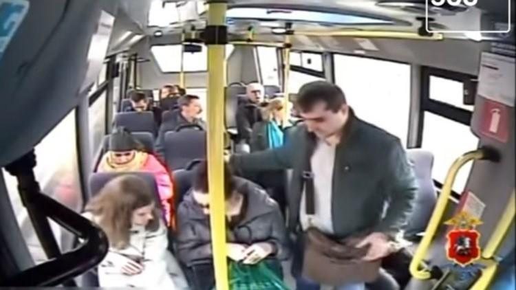 Video: Así actúa un carterista capaz de robarte delante de tus narices | El Imparcial de Oaxaca