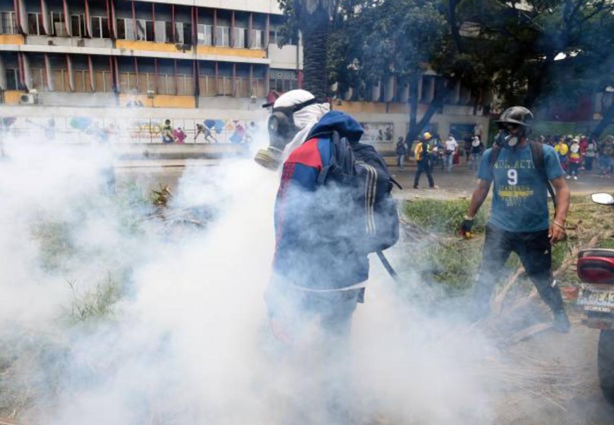 """Policía de Venezuela dispersa """"marcha contra el hambre""""   El Imparcial de Oaxaca"""