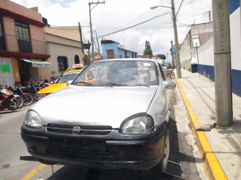 Se presume  desvalijaban auto en la colonia Ampliación Volcanes; presos | El Imparcial de Oaxaca