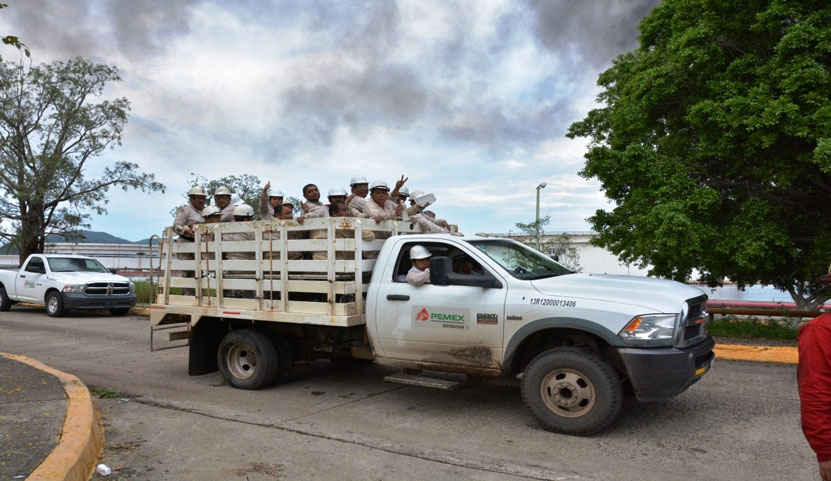 Contratan a obreros  para la limpieza  en la Refinería | El Imparcial de Oaxaca