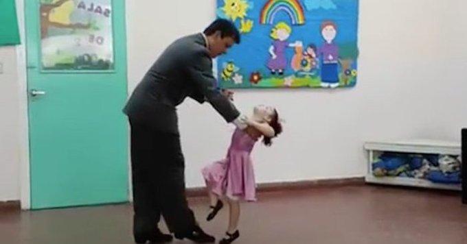 Video: Niña de cinco años baila danzón con su padre y cautiva las redes | El Imparcial de Oaxaca