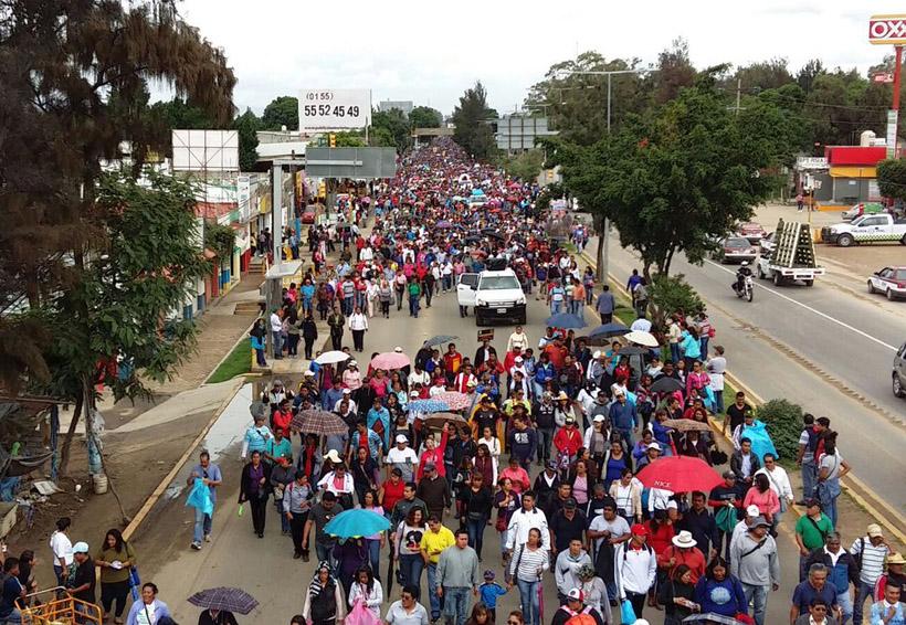 Marcha sección 22 de Viguera hacia el Zócalo de Oaxaca | El Imparcial de Oaxaca