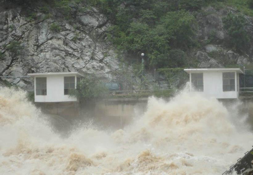 Video: Inicia desfogue de la presa Benito Juárez en Jalapa del Marqués | El Imparcial de Oaxaca