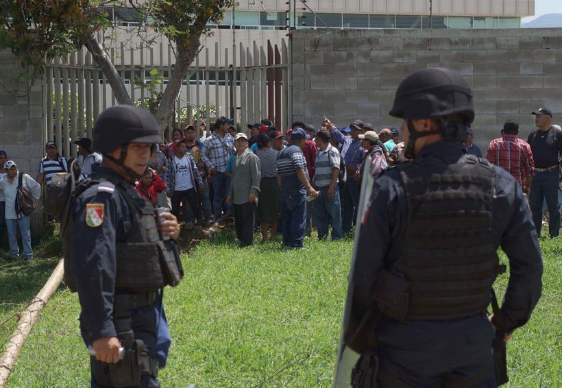 Burócratas se enfrentan con habitantes de Ocotepec | El Imparcial de Oaxaca