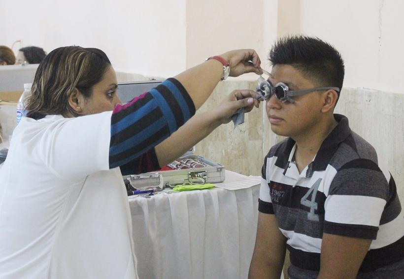 Atienden problemas visuales en Huajuapan | El Imparcial de Oaxaca