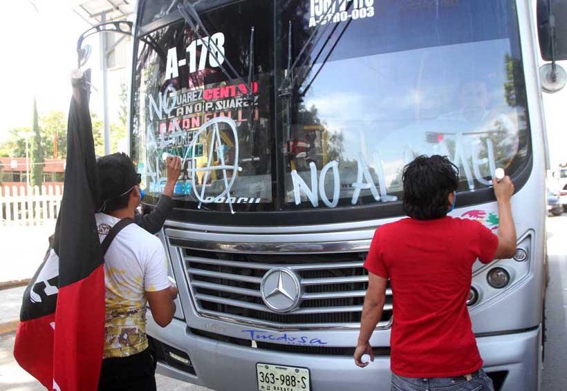 Rechazan universitarios aumento en tarifa de transporte público en Oaxaca | El Imparcial de Oaxaca