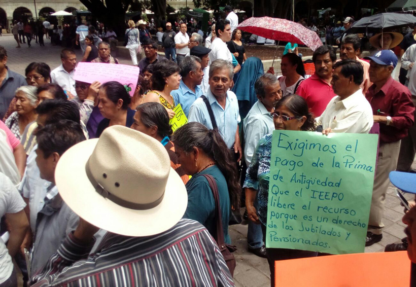 Protestan jubilados y pensionados de S-22 | El Imparcial de Oaxaca
