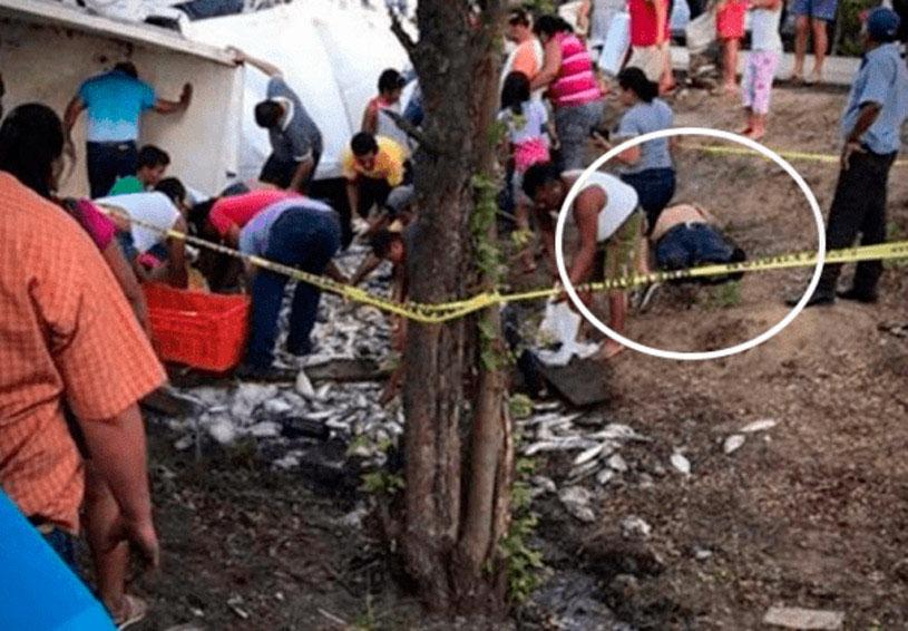 Saquean camioneta volcada frente al cadáver del chofer | El Imparcial de Oaxaca