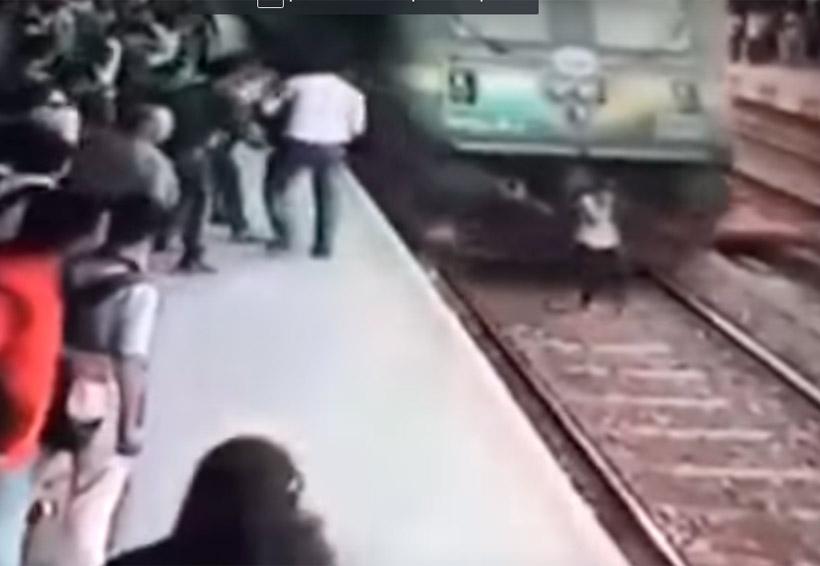 Video:  Una joven es arrollada por un tren mientras hablaba por teléfono   El Imparcial de Oaxaca