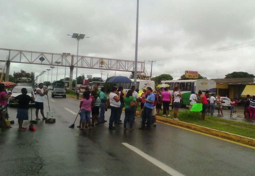 En el Istmo padres y profesores  toman la carretera | El Imparcial de Oaxaca