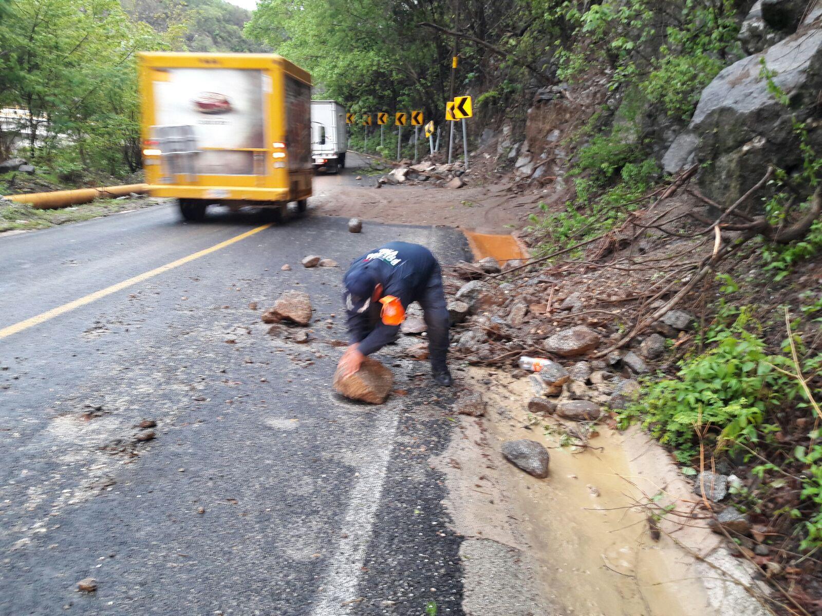 Despejan carretera federal 200 Pinotepa-Salina Cruz | El Imparcial de Oaxaca