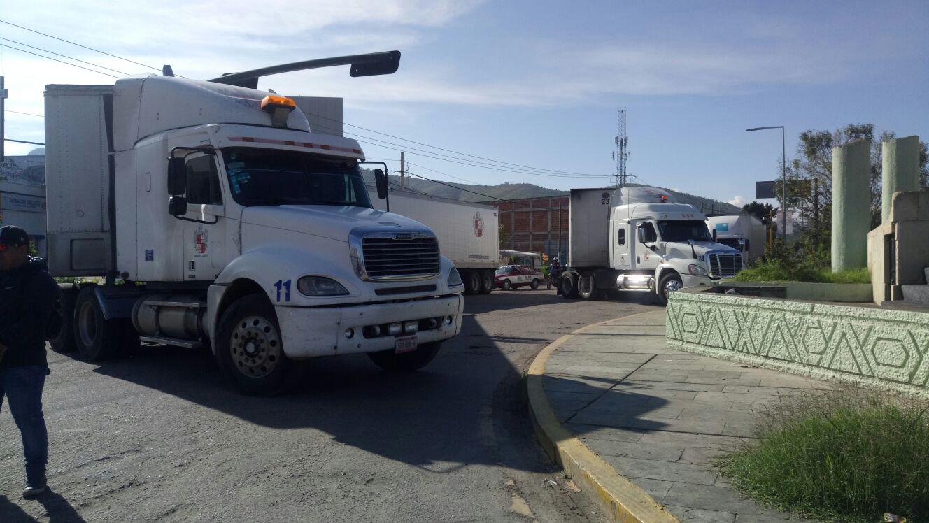 Maestros se manifiestan a un año de los hechos ocurridos en Nochixtlán | El Imparcial de Oaxaca