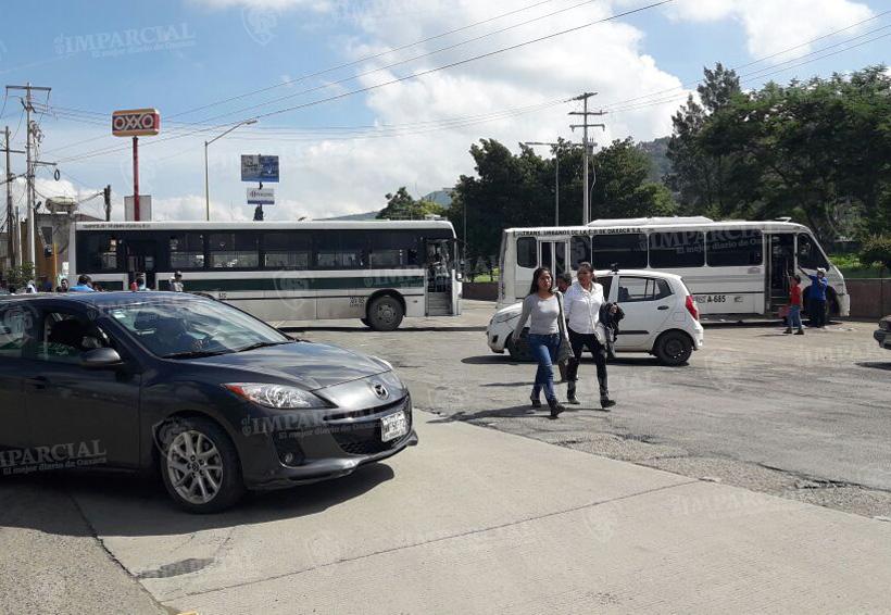 Bloqueo en monumento a la madre, integrantes de la sección XXII en contra de evaluación docente | El Imparcial de Oaxaca