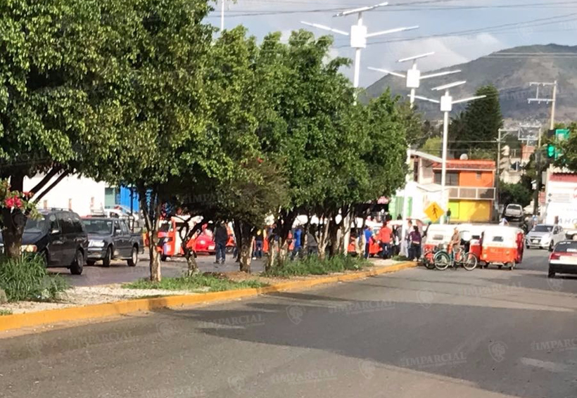 Agremiados de la CTM se manifiestan en el palacio municipal de San Antonio de la Cal | El Imparcial de Oaxaca