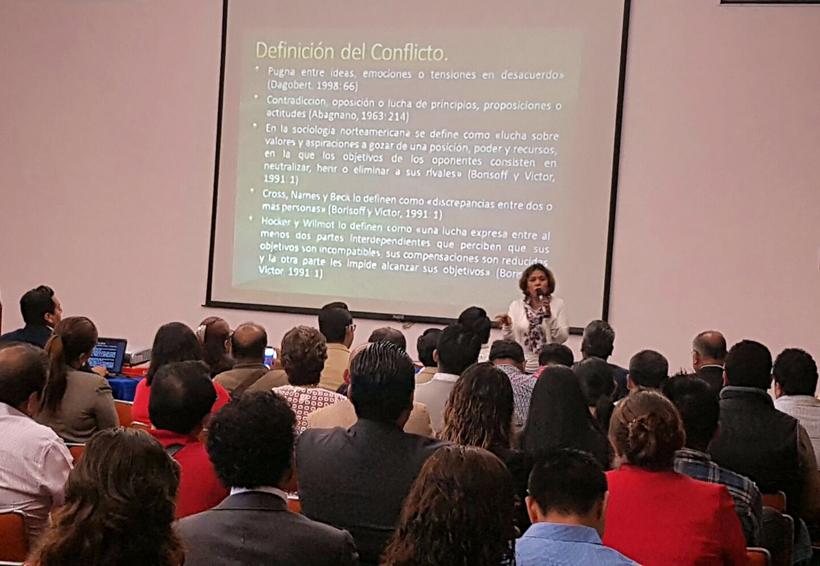 Capacitan a funcionarios  para atender conflictos en Oaxaca | El Imparcial de Oaxaca