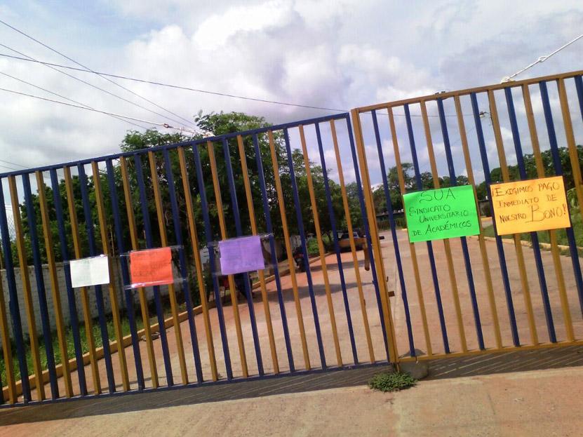 Demandan sindicalizados  de UABJO, pago de bono   El Imparcial de Oaxaca