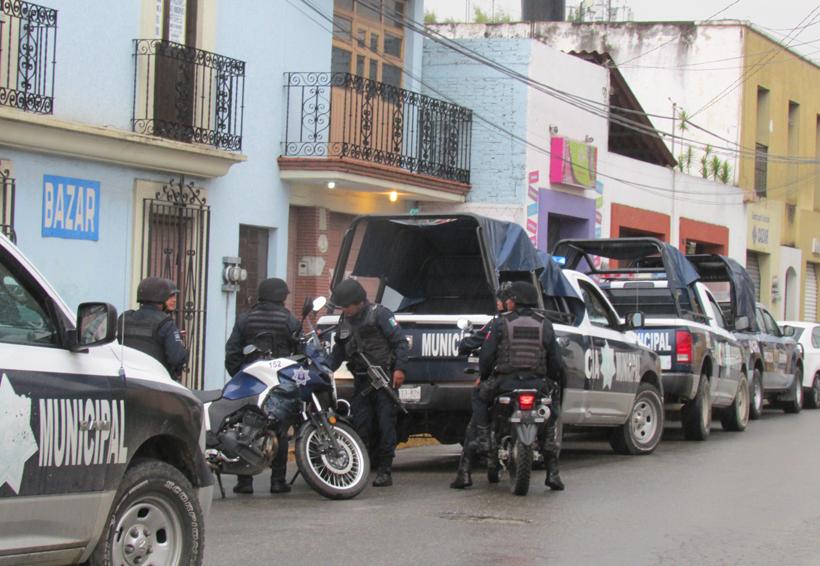 Riñen policías viales en el mercado La Noria | El Imparcial de Oaxaca