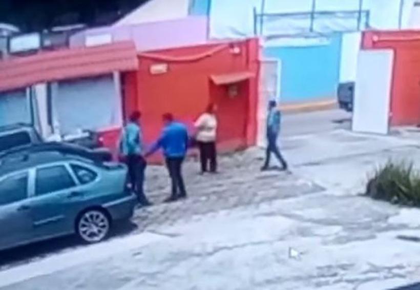 Video: Le despojan 300 mil pesos al salir del banco | El Imparcial de Oaxaca