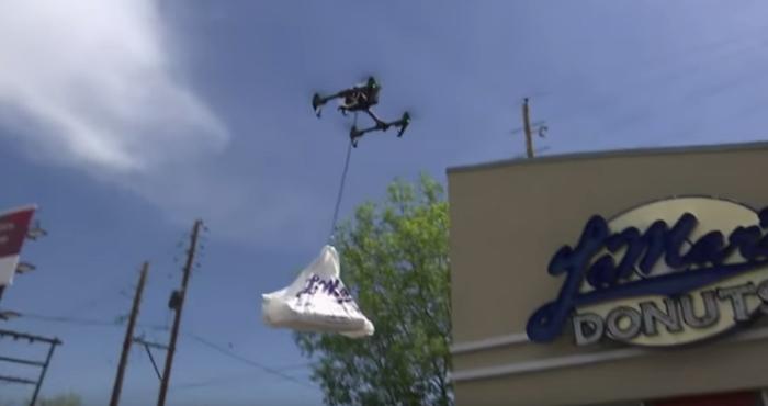 Video: Drones son usados para repartir donas a los policías | El Imparcial de Oaxaca