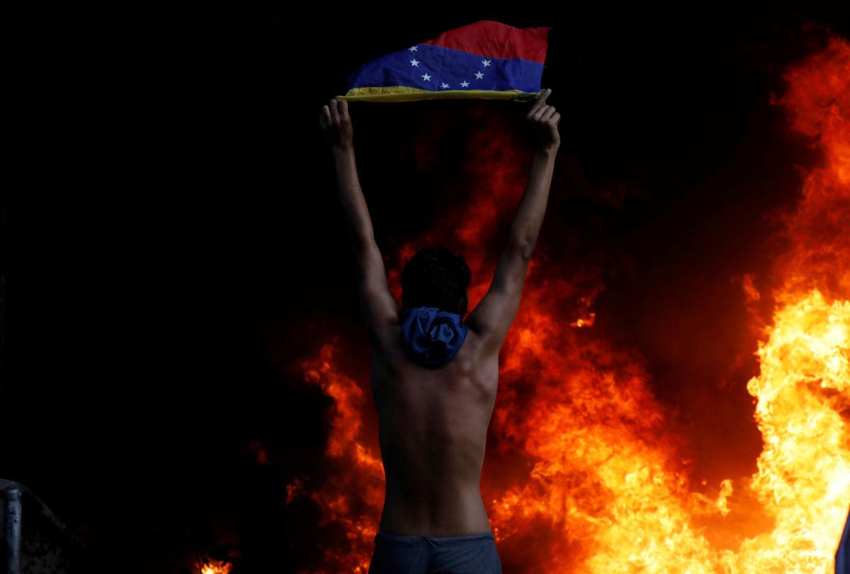 Venezuela: opositores incendian edificio del Tribunal Supremo   El Imparcial de Oaxaca