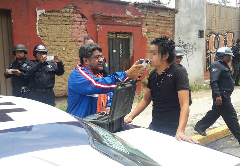 Sorprenden a chofer  tomándose su 'chela' en Oaxaca | El Imparcial de Oaxaca