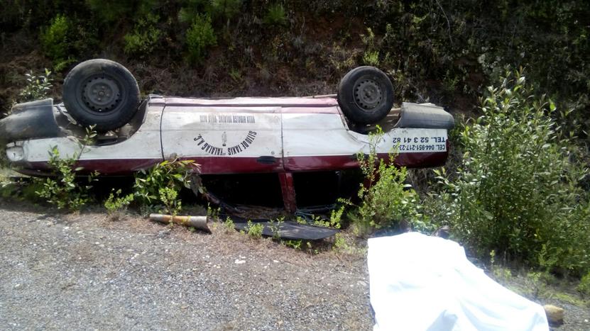 Vuelca taxi y muere pasajero en San Antonio Cuajimoloyas | El Imparcial de Oaxaca
