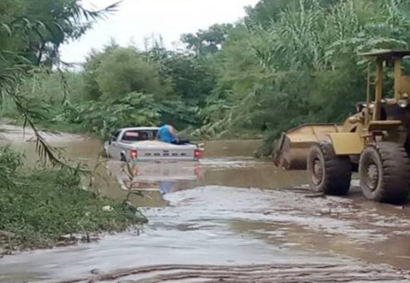 Cruzan el río Mixteco y se atascan | El Imparcial de Oaxaca