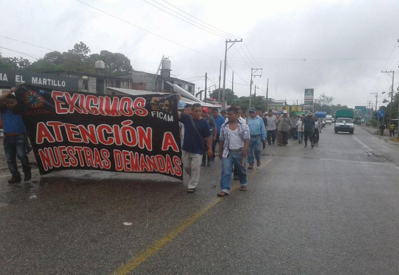 Indígenas de Matías Romero  realizan bloqueo carretero   El Imparcial de Oaxaca