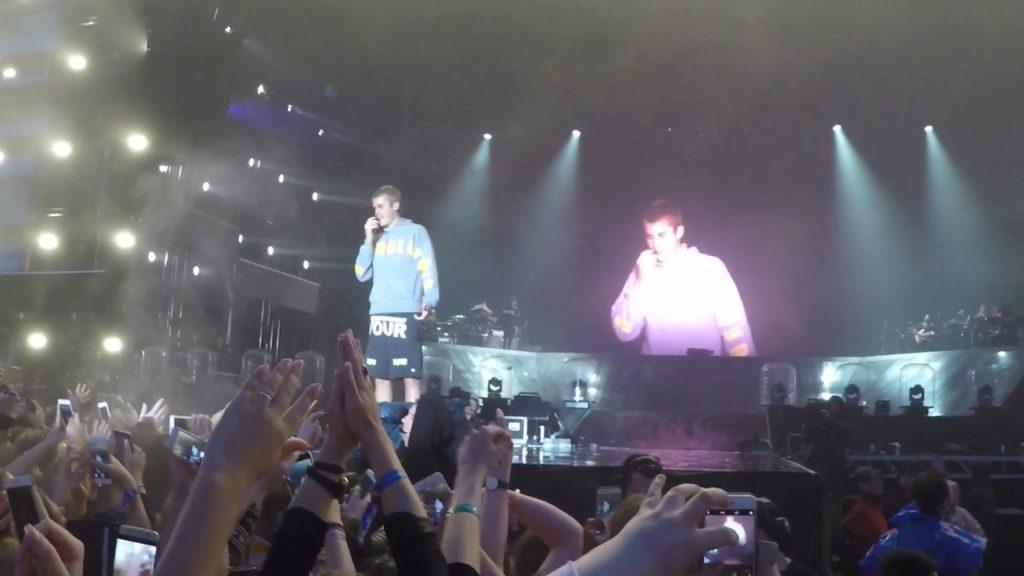 Justin Bieber no quiso cantar 'Despacito' y recibió un botellazo | El Imparcial de Oaxaca