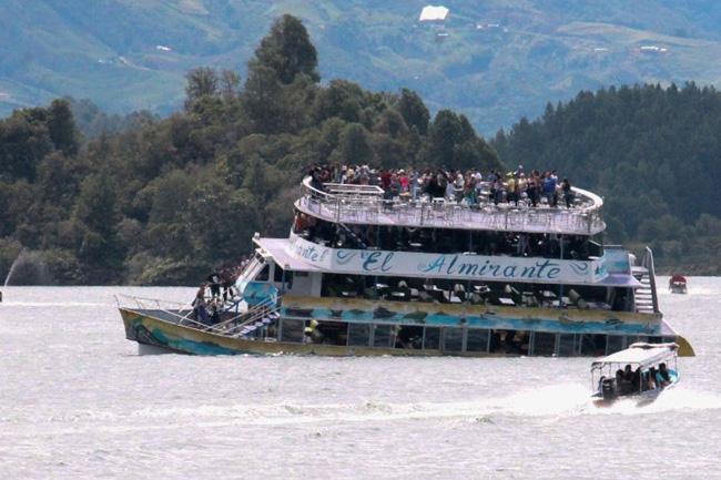 En Colombia reinician búsqueda de 16 turistas desaparecidos en naufragio | El Imparcial de Oaxaca