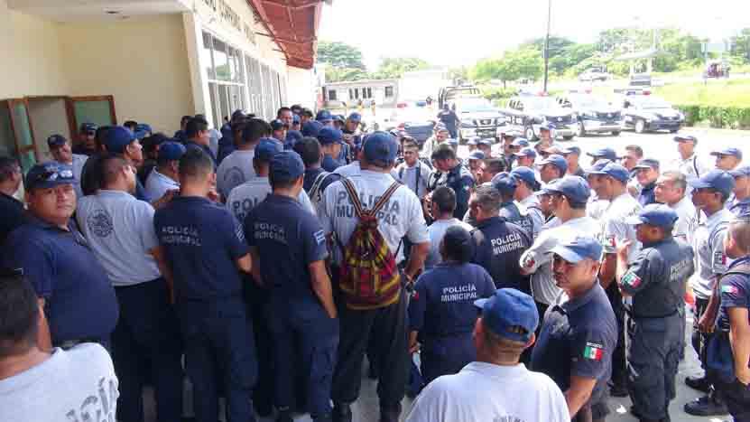 En paro, policías de Juchitán   El Imparcial de Oaxaca