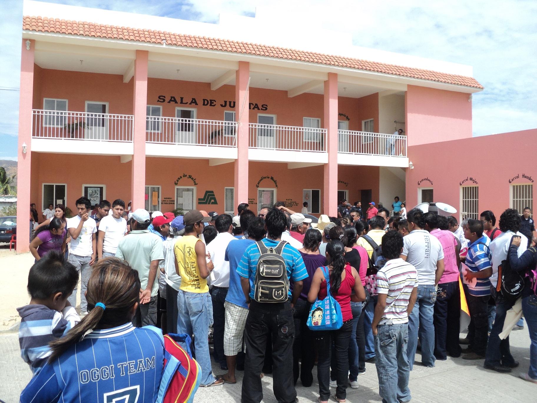 Protestan pobladores de Salina Cruz por mal servicio de taxistas | El Imparcial de Oaxaca
