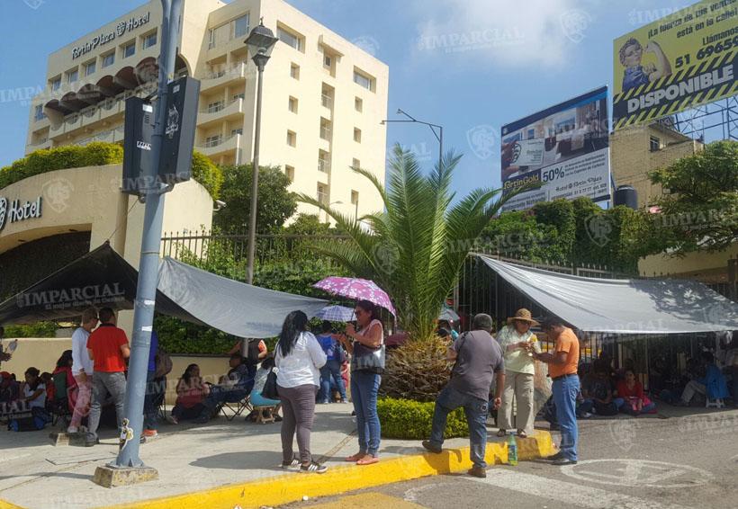 Sección 22 acordonan Hotel Fortín en rechazo a la evaluación   El Imparcial de Oaxaca