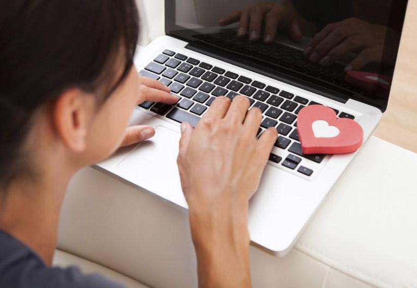 Encontré a mi pareja coqueteando en línea: ¿qué hago? | El Imparcial de Oaxaca