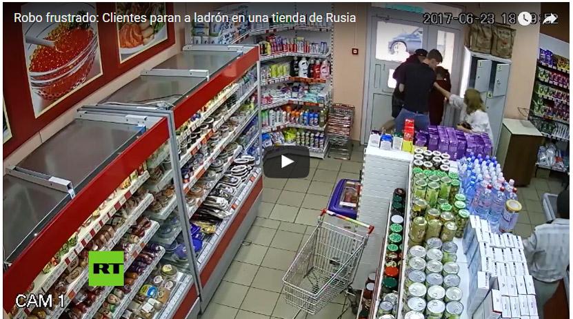 Robo frustrado: Clientes paran a ladrón en una tienda de Rusia   El Imparcial de Oaxaca