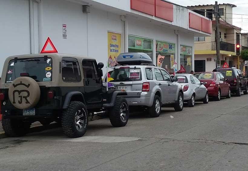 Sin reglamentar en la Cuenca venta de vehículos en la vía pública | El Imparcial de Oaxaca