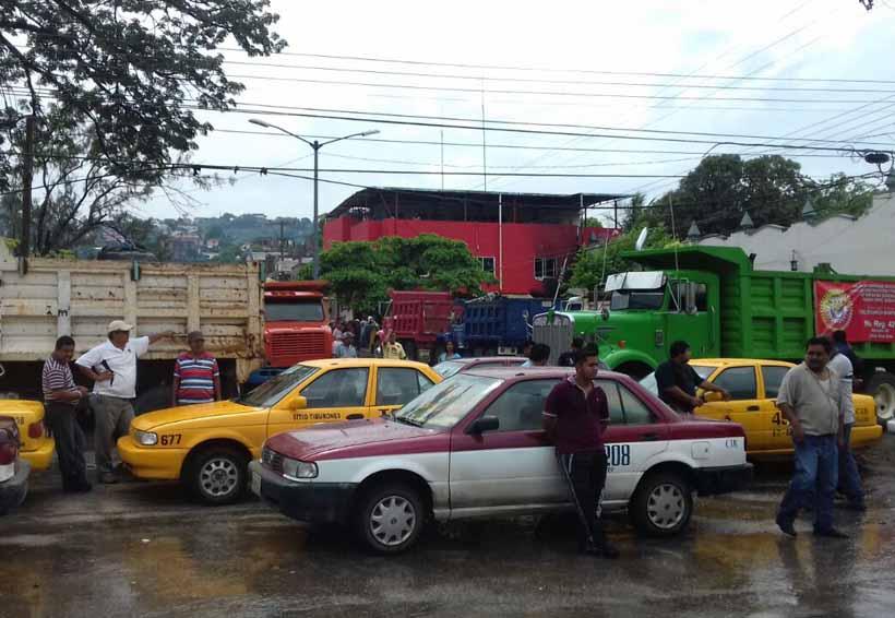 En el Istmo taxistas crean un frente; no quieren mototaxistas | El Imparcial de Oaxaca