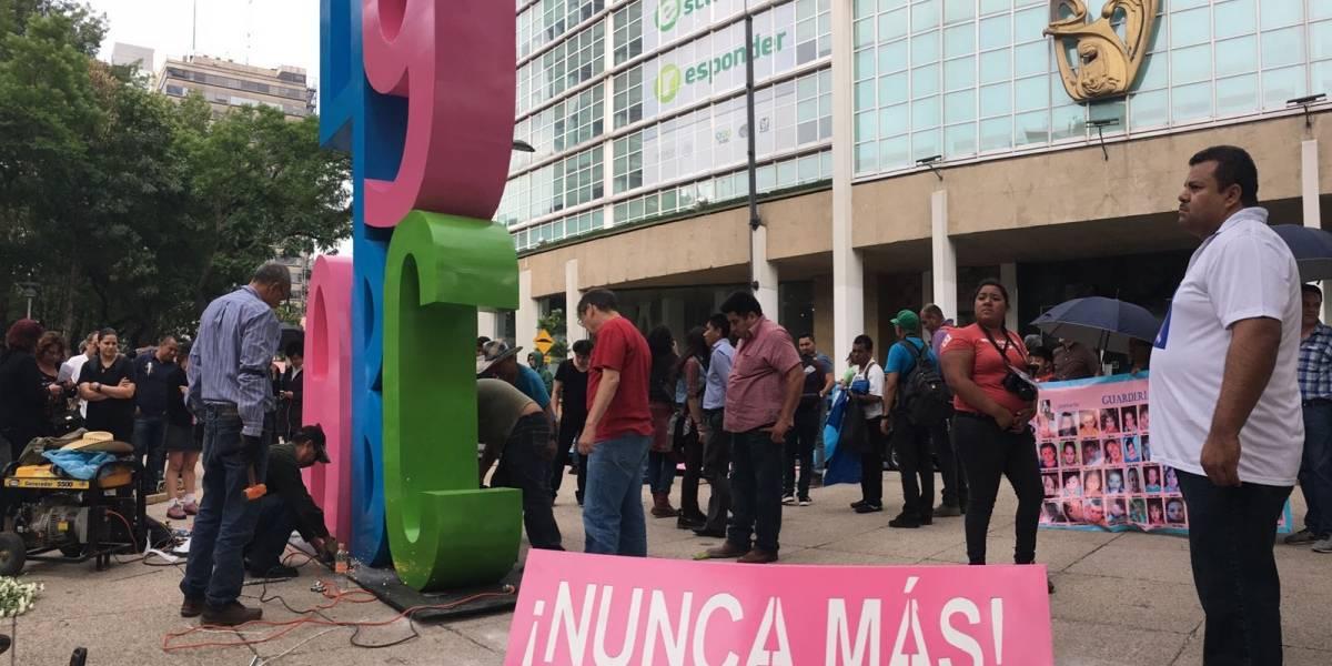 Padres de víctimas del caso ABC instalan 'antimonumento' en oficinas del IMSS | El Imparcial de Oaxaca