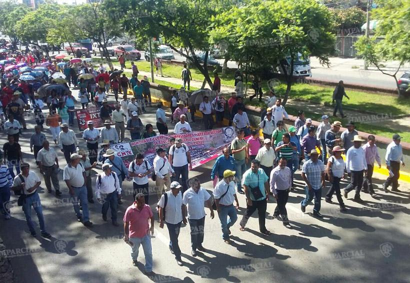 Video: Marcha masiva de la sección 22 | El Imparcial de Oaxaca