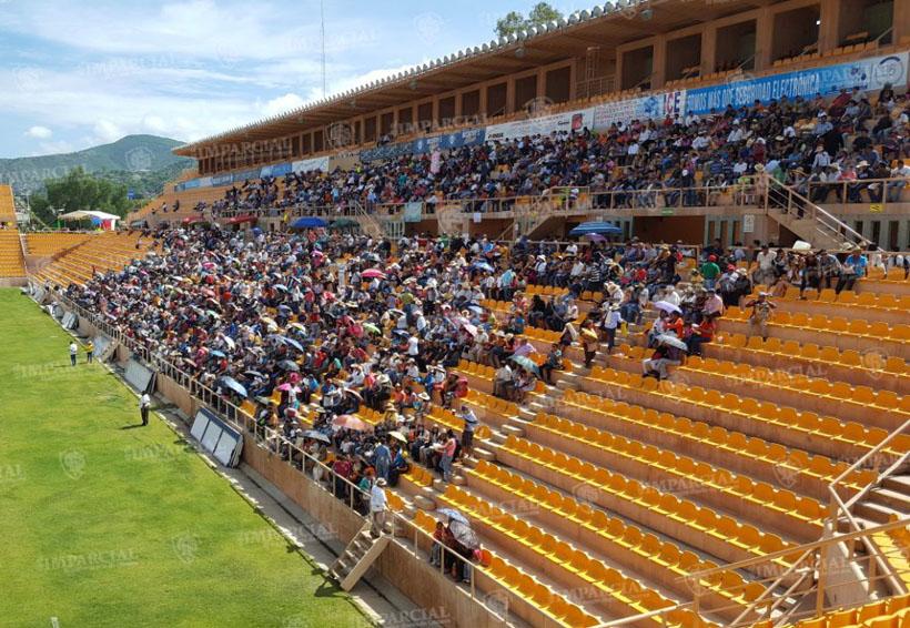 Guelaguetza magisterial no llena estadio de los Alebrijes   El Imparcial de Oaxaca