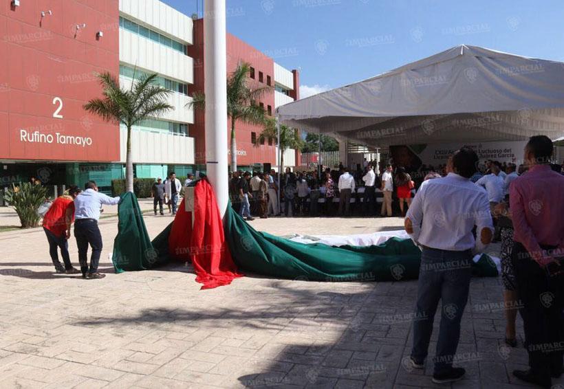 Se cae Bandera Nacional durante acto cívico en Cd. Administrativa | El Imparcial de Oaxaca