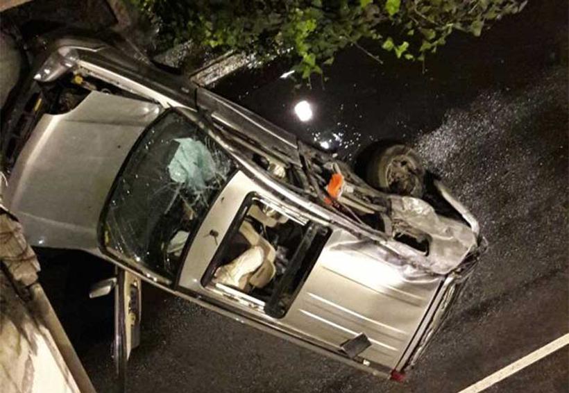 Muere tras volcar camioneta que conducía a exceso de velocidad | El Imparcial de Oaxaca