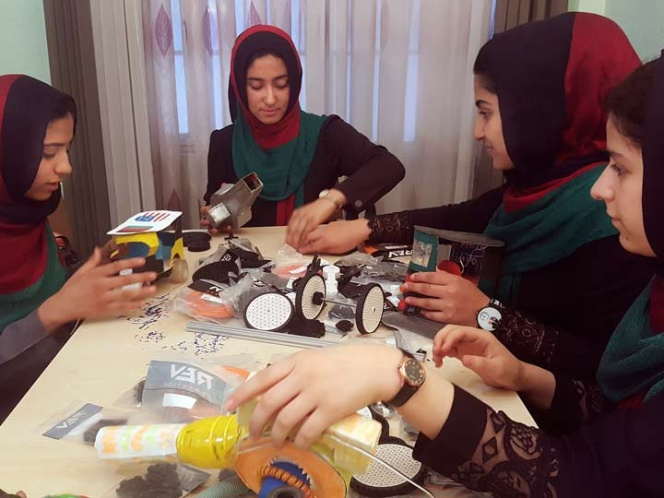 Niñas afganas podrán ir a concurso de robótica en EU | El Imparcial de Oaxaca