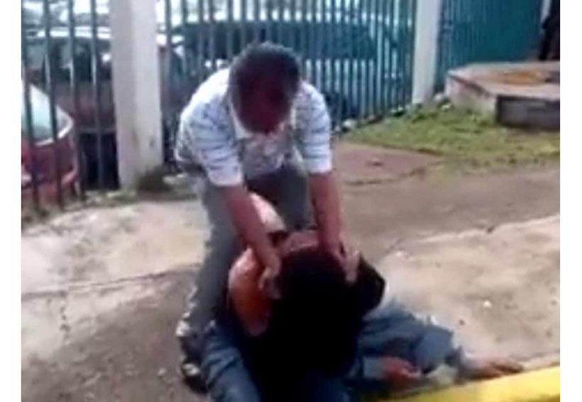 Video: Golpea hasta el cansancio a hombre que intentó robar su combi   El Imparcial de Oaxaca
