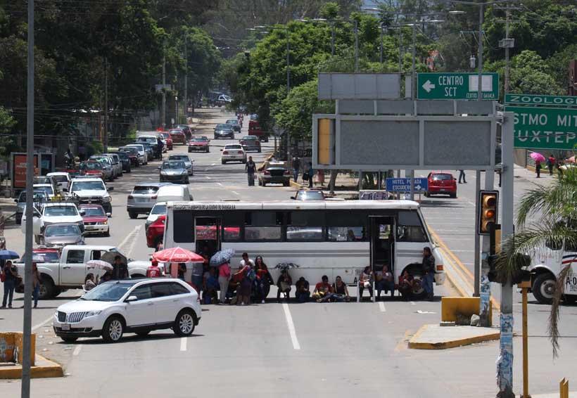 S-22 protesta, mientras  regularizados se evalúan | El Imparcial de Oaxaca