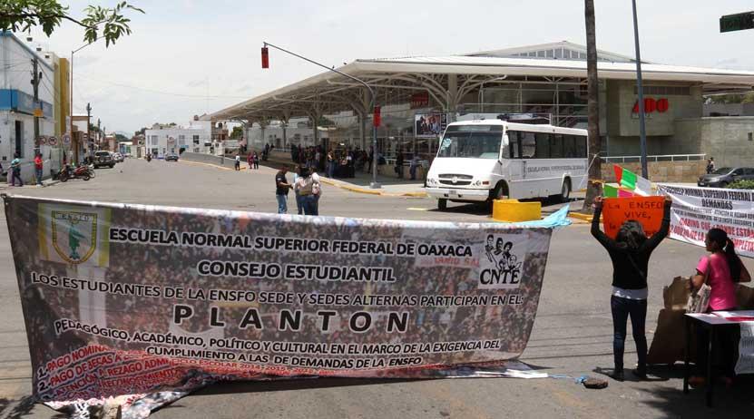 Normalistas de Oaxaca aplican la octava del plantón   El Imparcial de Oaxaca